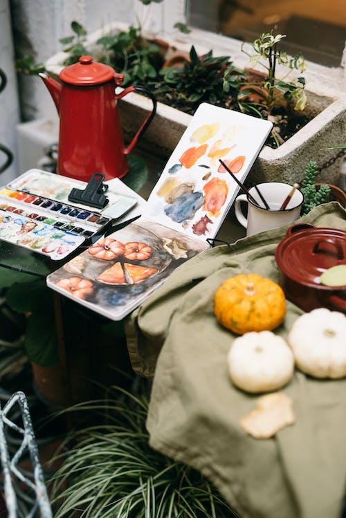 Gratis arkivbilde med blad, blomst, bord, dekorasjon