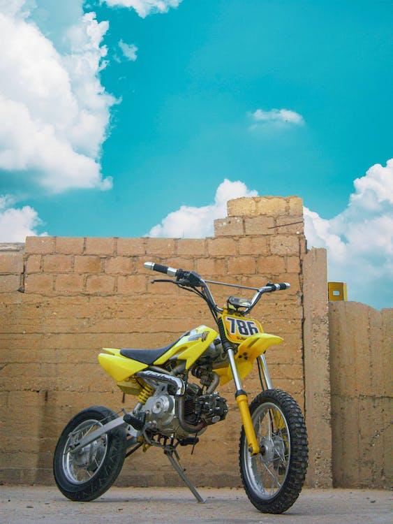 Бесплатное стоковое фото с crf50, архитектура, байк