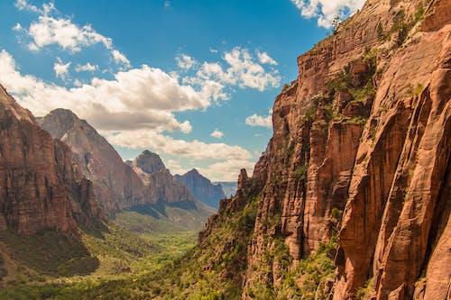 Gratis lagerfoto af bjerg, blå himmel, dal, engle landing