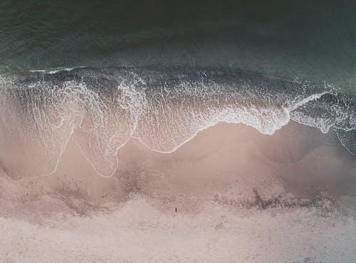 Drone Xem Vẫy Vùng Biển Lăn Trên Bờ Cát