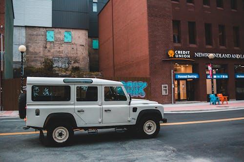 Základová fotografie zdarma na téma asfalt, auto, bílá