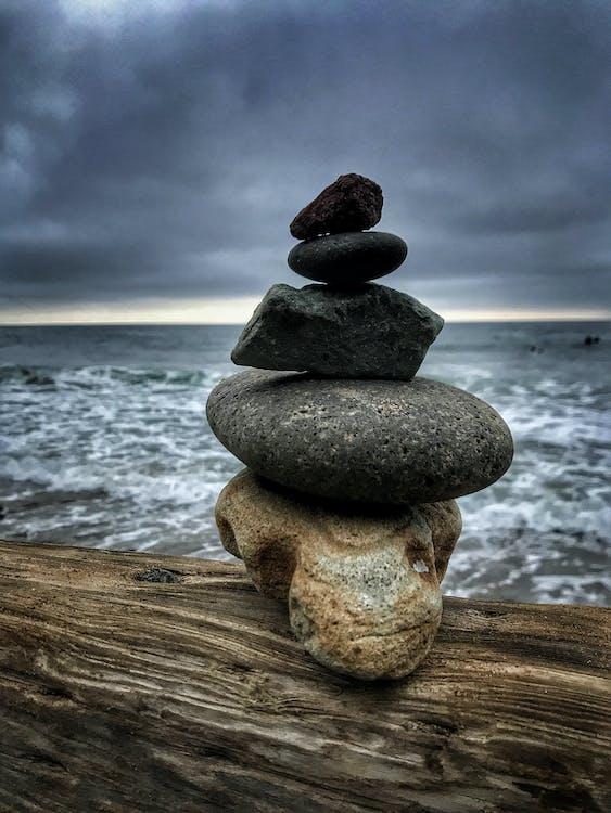 dřevo, kámen, kameny