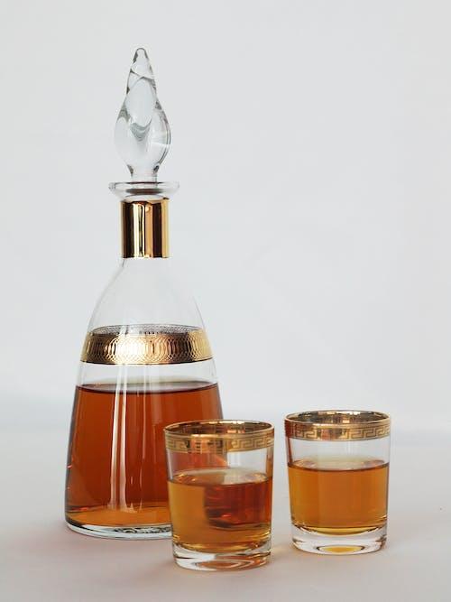Darmowe zdjęcie z galerii z butelka, drink, szklanki