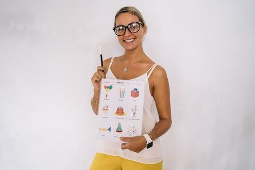 Kostnadsfri bild av ansiktsuttryck, barn lärande, glasögon, ha på sig