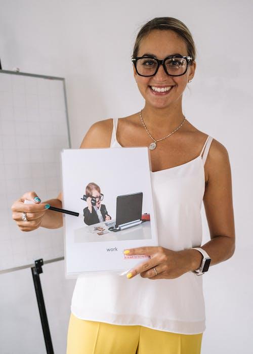 Kostnadsfri bild av föreläsare, företag, glasögon, hälsa