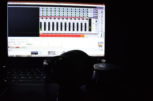 Darmowe zdjęcie z galerii z laptop, musical, muzyka, nagrywanie muzyki