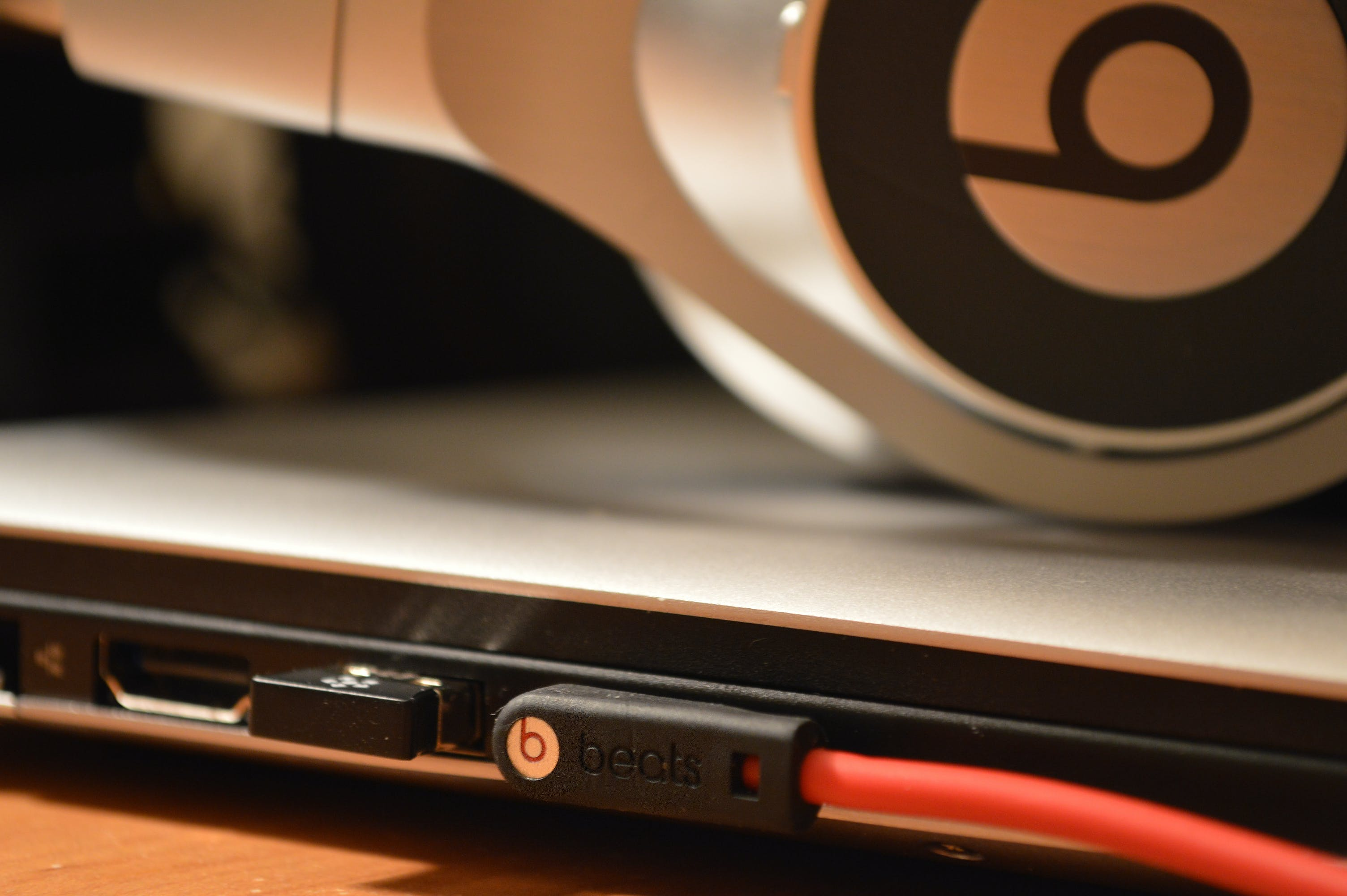 Free stock photo of beats, Beats by Dr Dre, headphones, laptop