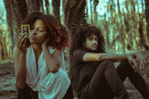 Základová fotografie zdarma na téma afro-americký pár, čas, čekat, deprese