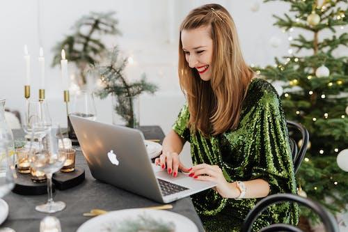 3C用品, MacBook, 女人 的 免费素材图片