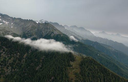 Fotobanka sbezplatnými fotkami na tému denné svetlo, horský vrchol, hory, krajina