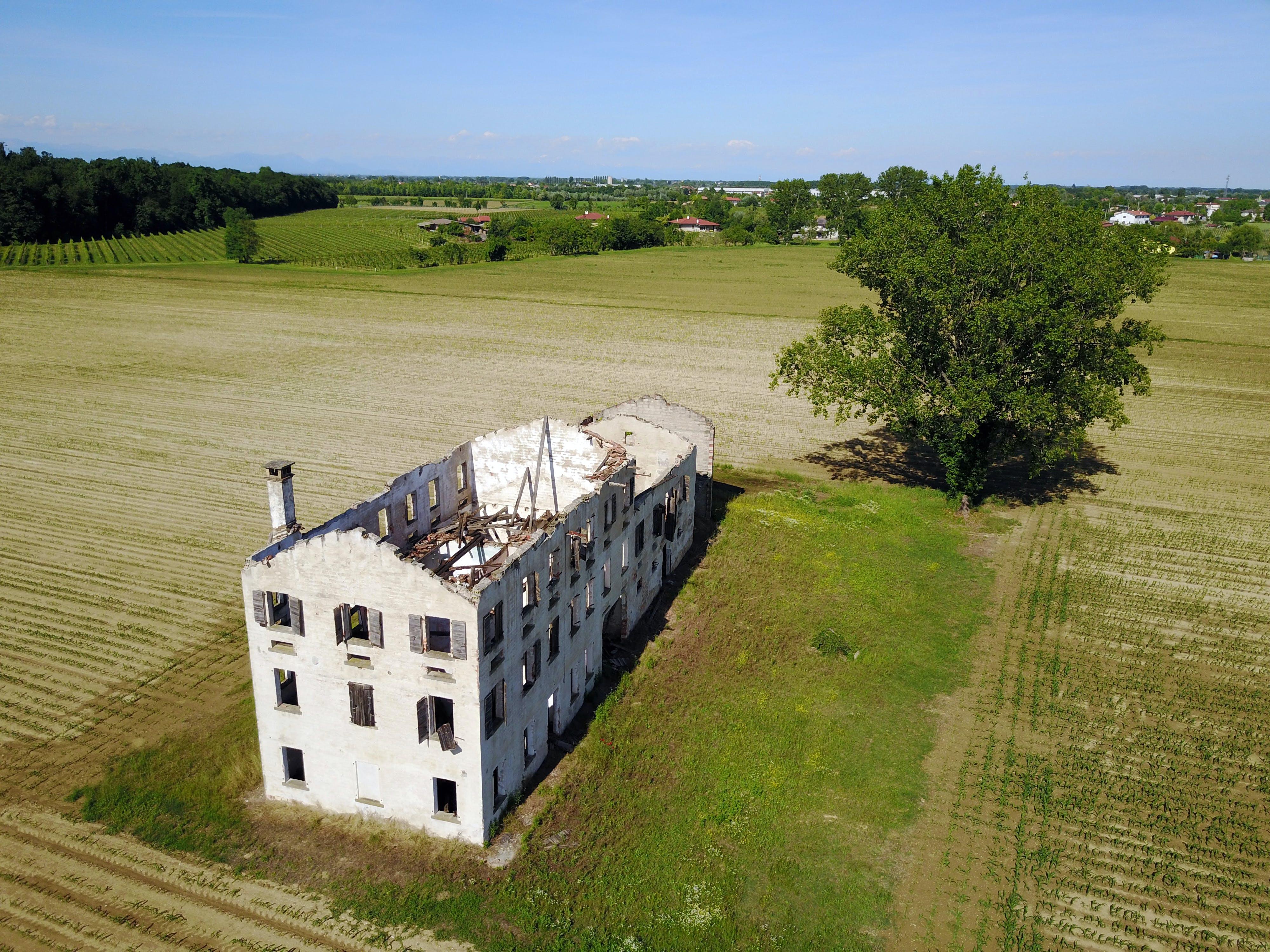 Free stock photo of abandoned, abbandonata, albero, campagna