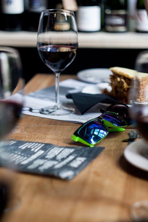 墨鏡, 波蘭, 紅酒, 紅酒杯 的 免费素材照片
