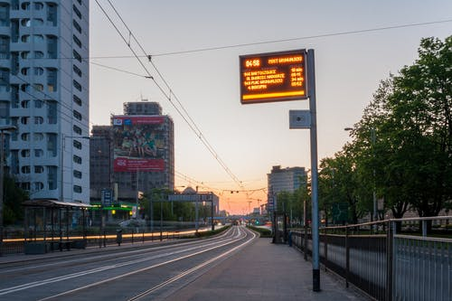 plac grunwaldzki, 新的一天, 燈光, 电车站 的 免费素材照片
