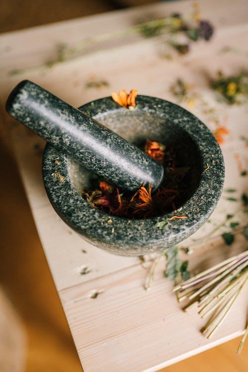 Gratis lagerfoto af Aromaterapi, blad, bord