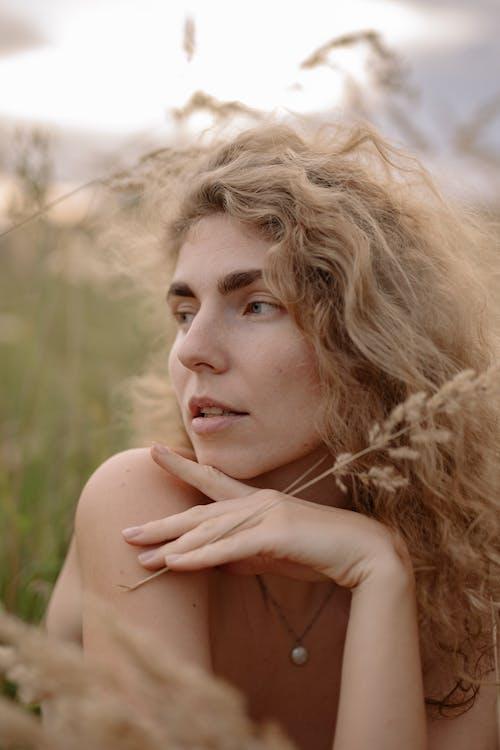 Fotos de stock gratuitas de al aire libre, bonito, cabello, cabellos