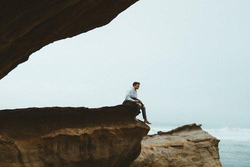 Foto profissional grátis de à beira-mar, abismo, ação, altura