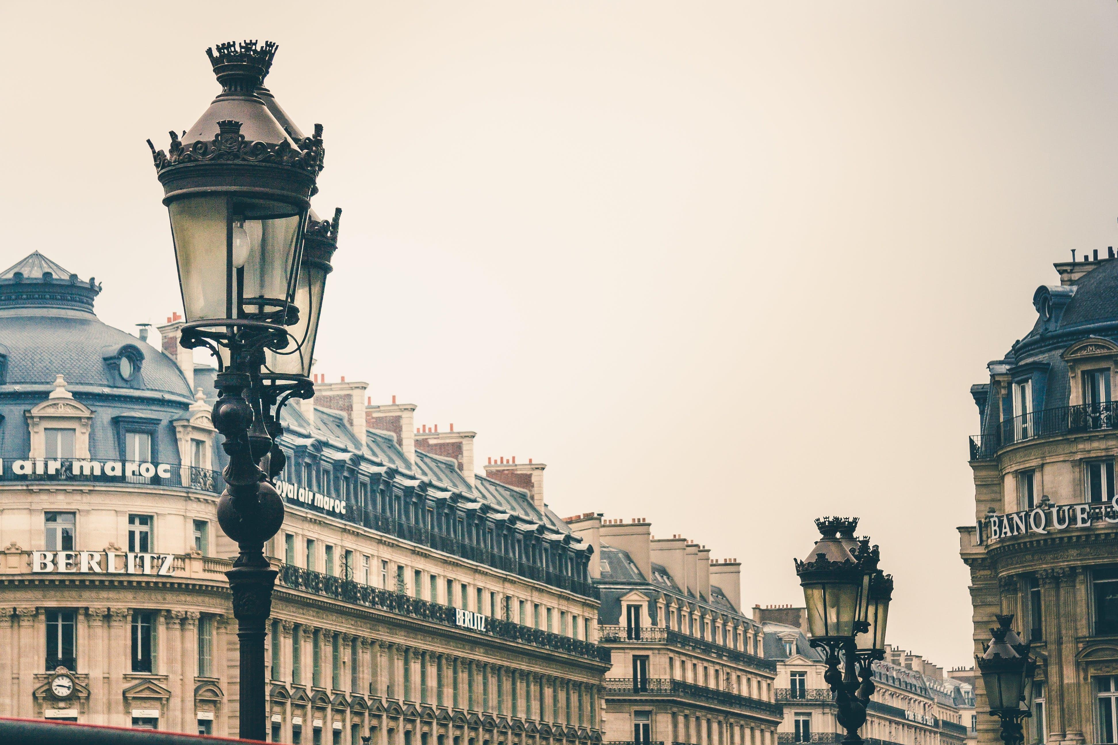 Ilmainen kuvapankkikuva tunnisteilla arkkitehtuuri, historiallinen, katulamput, kaupunki