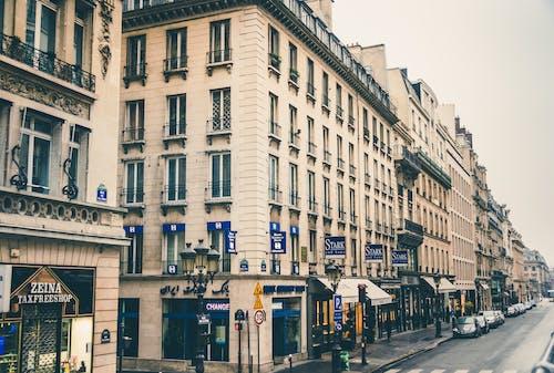 arabalar, binalar, camlar, görülecek yer içeren Ücretsiz stok fotoğraf