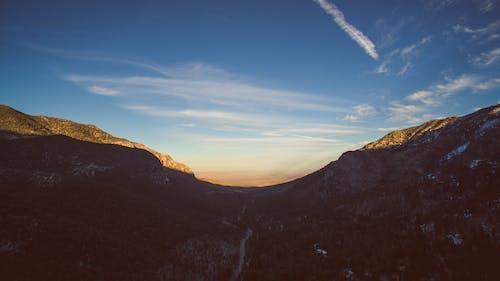Foto d'estoc gratuïta de alba, capvespre, cel, muntanyes
