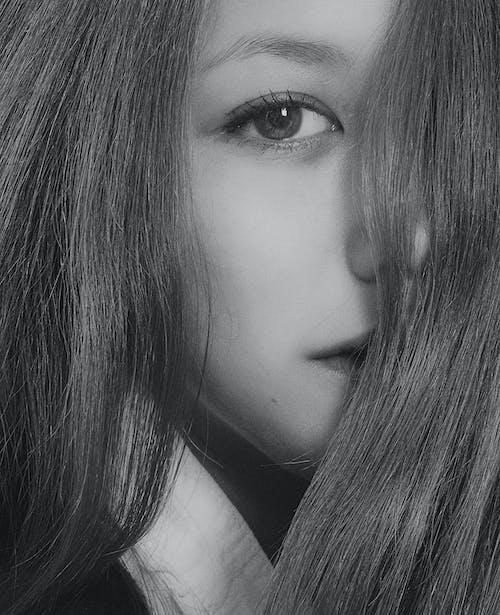 Immagine gratuita di bellissimo, bianco e nero, capelli, capello