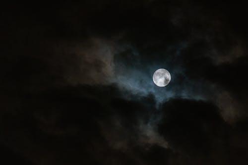 Kostenloses Stock Foto zu abend, bewölkter himmel, dunkel