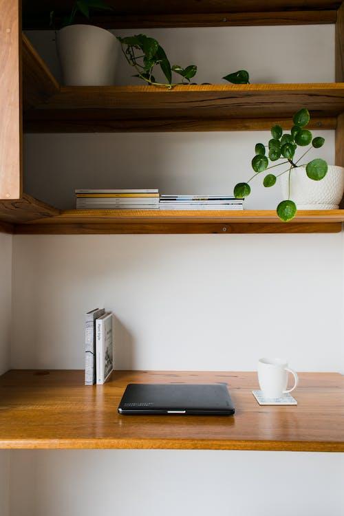 Darmowe zdjęcie z galerii z apartament, biurko, dekoracja