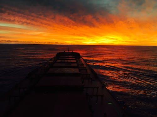 Fotos de stock gratuitas de Armada, azul marino, contra a luz do sol, en el mar