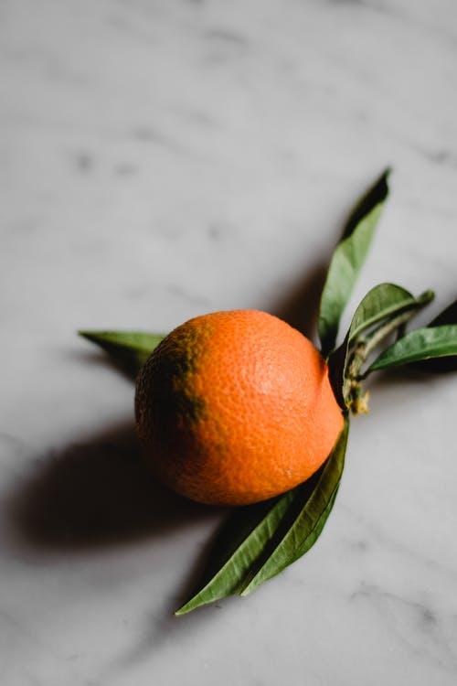 Fruit Orange Sur Surface Blanche