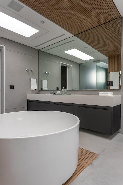 Fotos de stock gratuitas de adentro, arquitectura, bañera