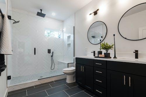 Kostenloses Stock Foto zu badewanne, badezimmer, börsenparkett, drinnen