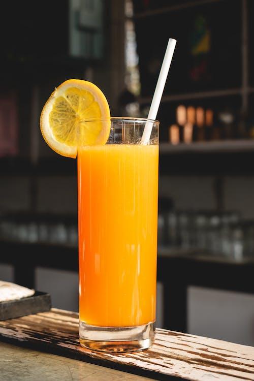 Бесплатное стоковое фото с mocktail, апельсин, бар
