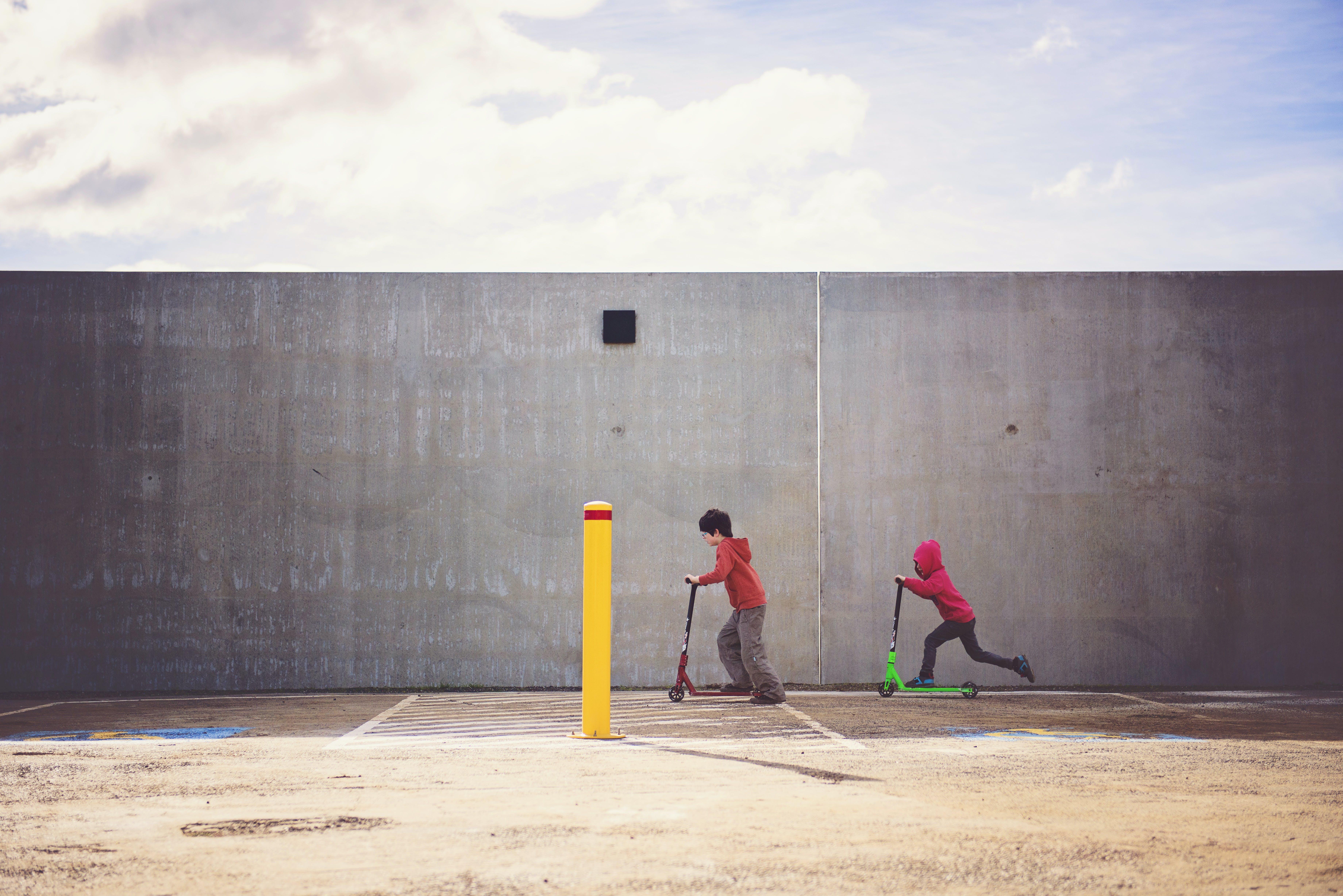 Foto profissional grátis de brincalhão, corrida, crianças, desgaste