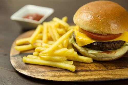 Foto stok gratis berbayang, burger, burger keju, camilan