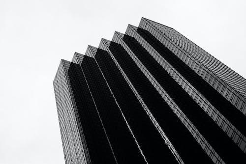 Základová fotografie zdarma na téma architektonický návrh, architektura, budova, černobílá