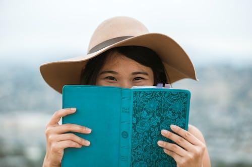Безкоштовне стокове фото на тему «азіатська дата, азіатська пара, Біблія»
