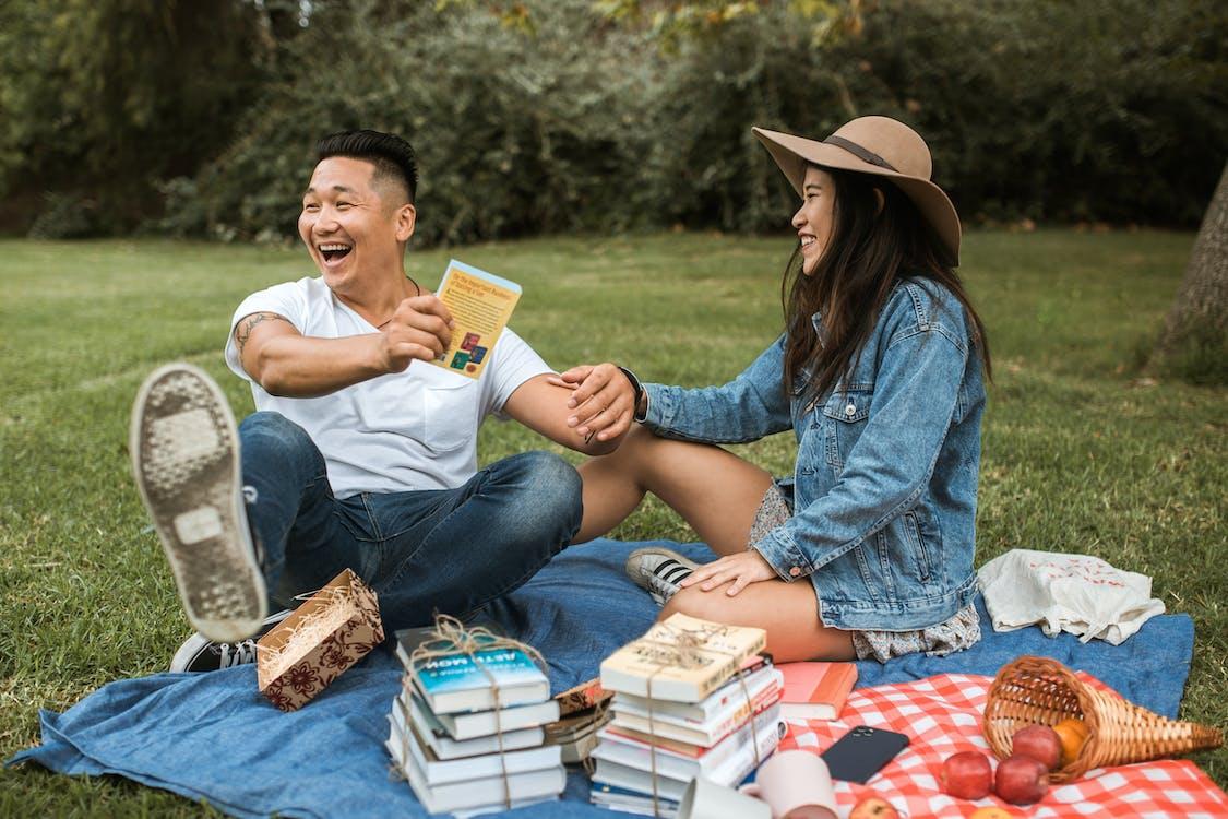 คลังภาพถ่ายฟรี ของ booklovers, กลางแจ้ง, การผ่อนคลาย