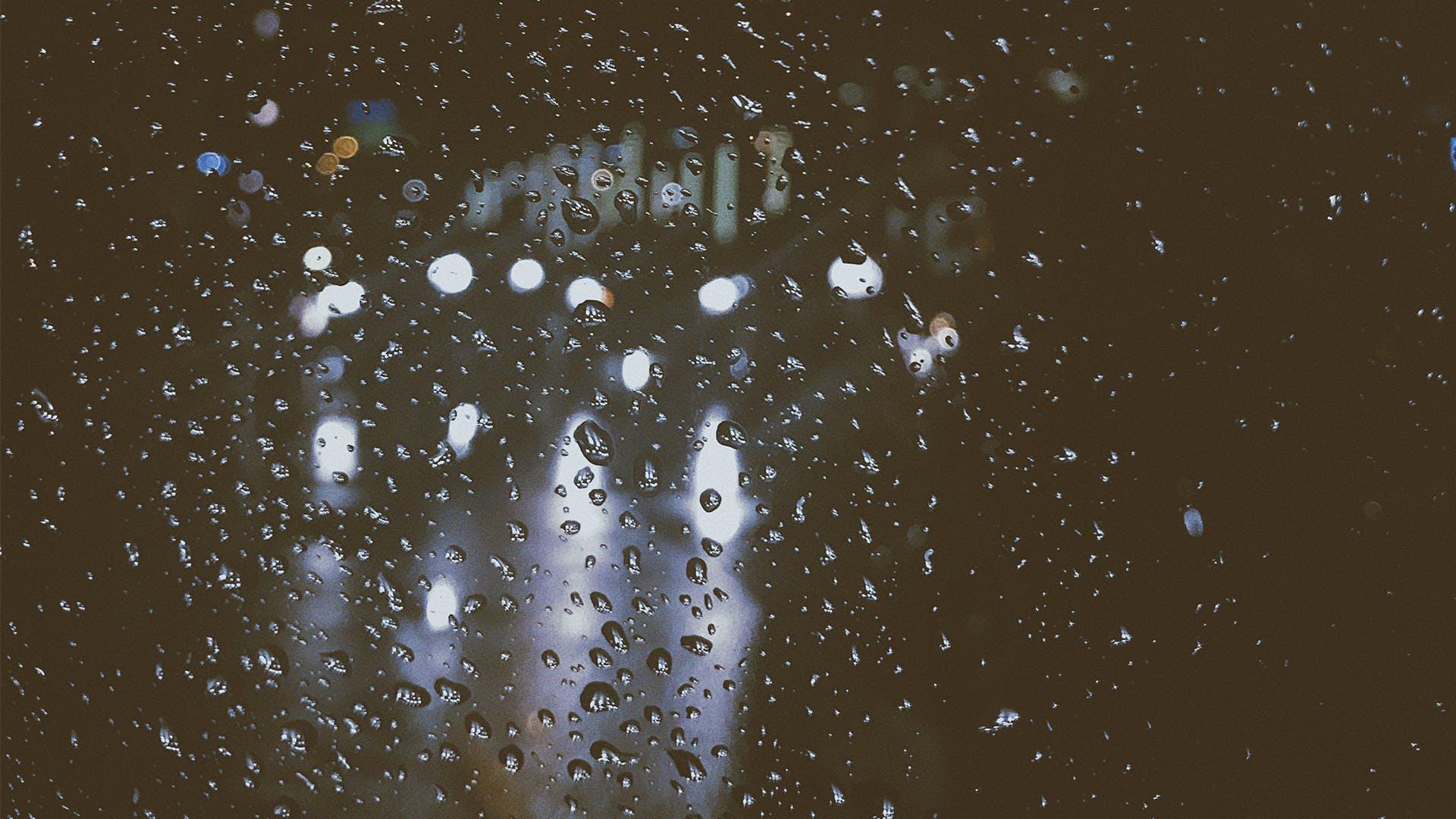 Bokeh Photography of Windowpane