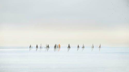 Gratis arkivbilde med båt, daggry, hav