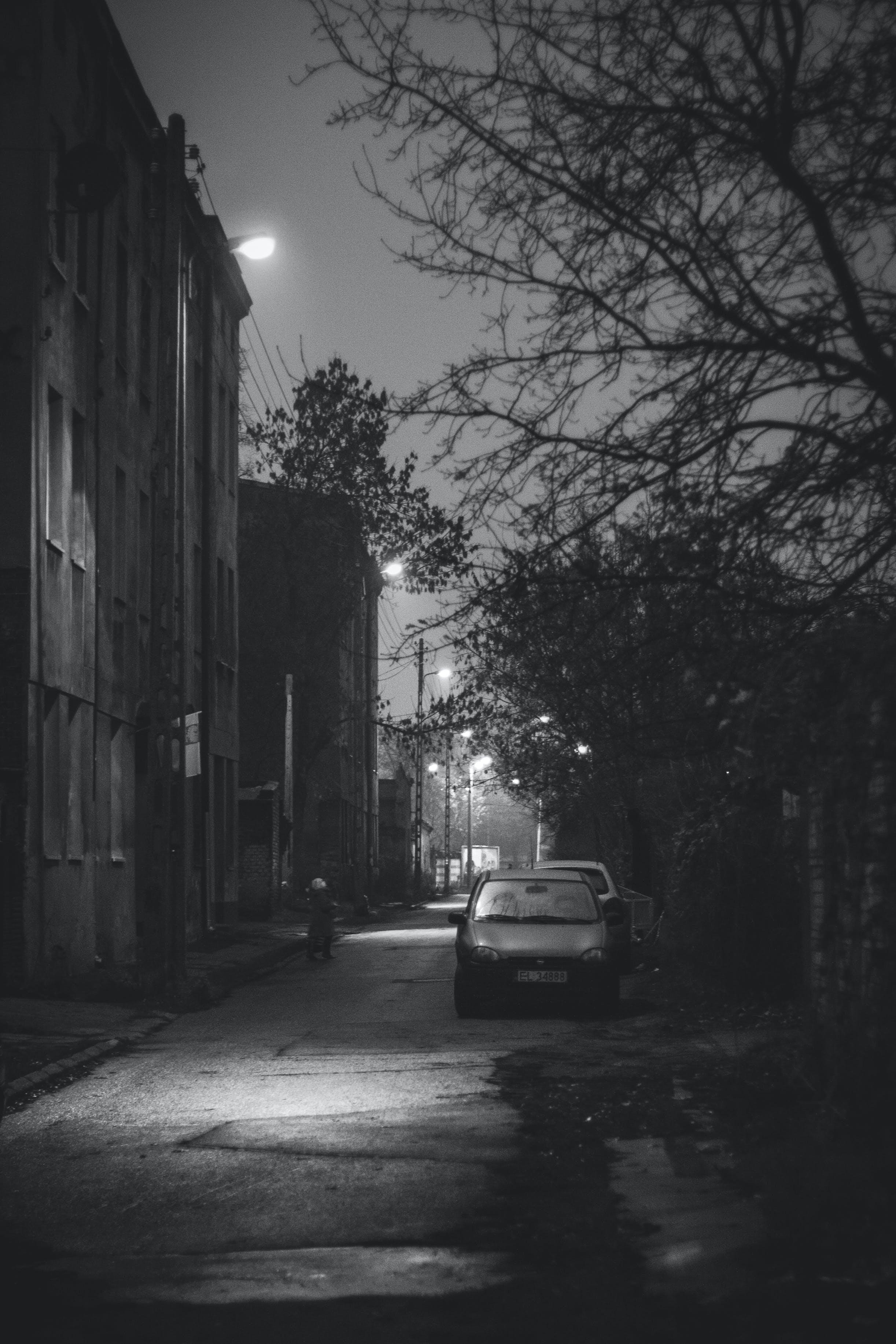 Kostenloses Stock Foto zu auto, dunkel, nacht, schwarz und weiß