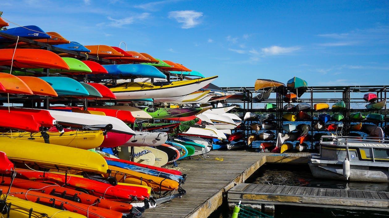 Immagine gratuita di autunno, banchina, barche