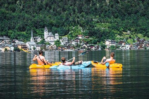 Základová fotografie zdarma na téma 3 kluci, cestování, člun, čluny