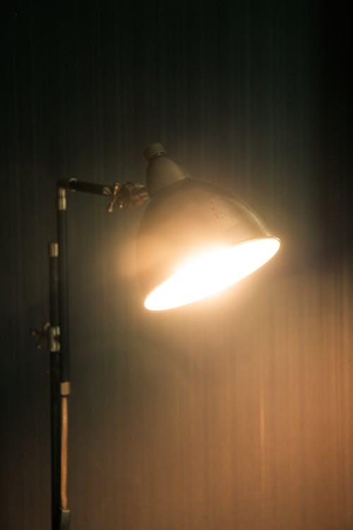 Gratis stockfoto met bureau, donker, duister