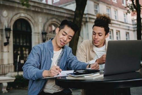 Безкоштовне стокове фото на тему «азіатський чоловік, академічний, аналізувати»