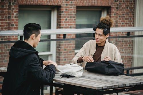 Бесплатное стоковое фото с азиат, беседа, бодрый