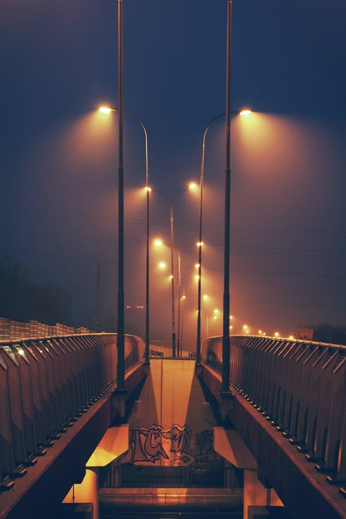 Kostnadsfri bild av bro, gata, gatlyktor, himmel