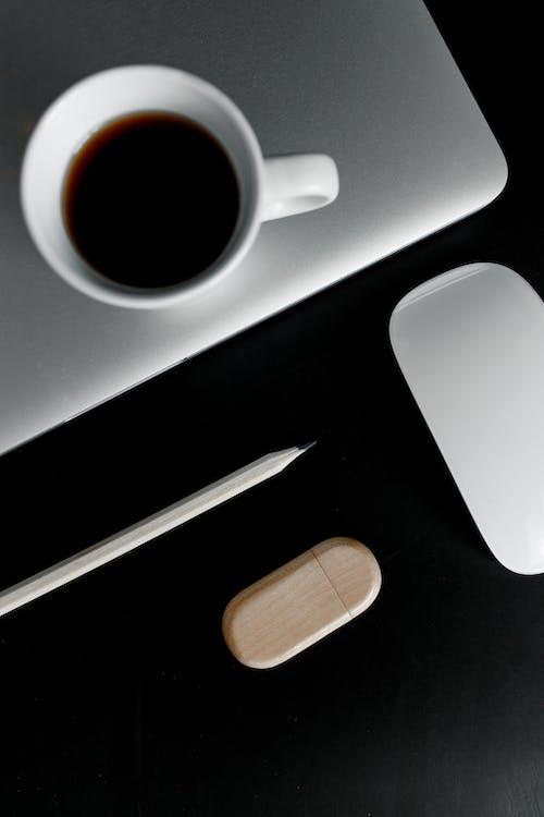 Kostnadsfri bild av anteckningsbok, arbete, arbetsplats