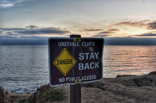 Gratis lagerfoto af advarselsskilt, blå himmel, fare, hav