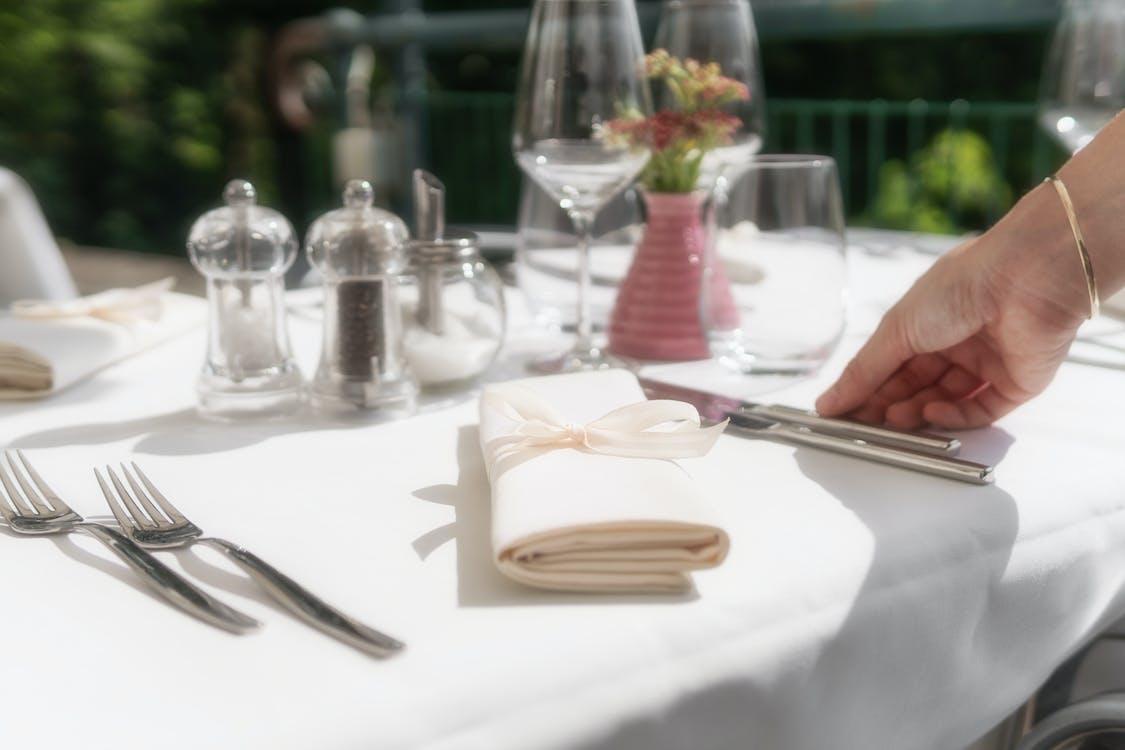 การจัดโต๊ะ, ของบนโต๊ะอาหาร, ทางแยก