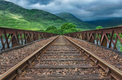 Gratis arkivbilde med åker, bane, bro, eng