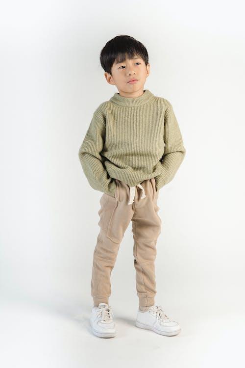 Gratis stockfoto met aangenaam, andere kant op kijken, attent, aziatisch jongetje
